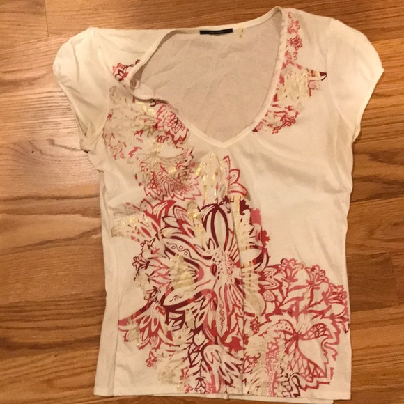24a92a13f30 Elie Tahari Tops - White tee with red and gold metallic print.